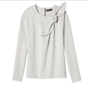 BANANA REPUBLIC gray sweatshirt with accent bow
